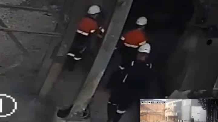 Vučićev Kinezi šutiraju srpskog radnika u Boru (VIDEO) 1