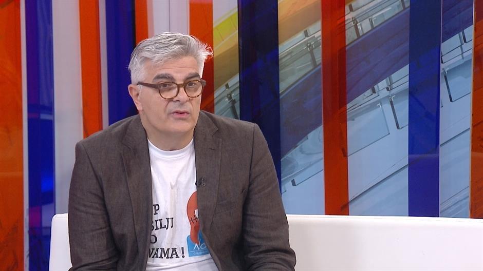 NEBOJŠA KRSTIĆ DOTAKAO DNO: Ruga se građanima Srbije i roditeljima malog Boška jer skupljaju novac za njegovo lečenje! 1
