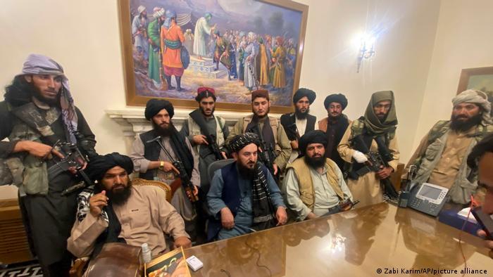 POD MAČ, BATO: Ako lakiraš nokte u Avganistanu, odseku ti prste i još 28 šerijatskih zabrana! 5
