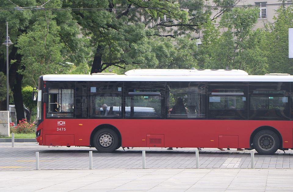 Kinez priznao da je putnice beogradskih autobusa udarao čekićem jer mu je bilo vruće 1