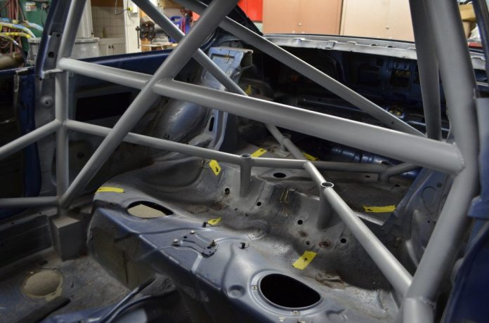 The rear of the cage features an X brace with four reinforcements that tie into where the rear subframe attaches to the car. It's a known problem on these cars that the floor pan can flex and crack with subframe movement.