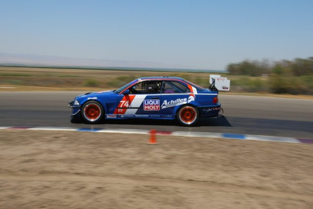 Team Inverter Technology Battled with Team Roadshagger racing and came out on top in E0.