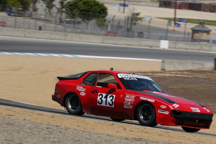 Jim Hicks was running faster lap times, but couldn't get past Simon Peck and ended up finishing third in 944 Spec.