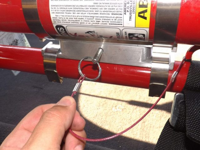 This quick-release pin is what makes this fire extinguisher mount so easy to use. Simply pull the pin and the extinguisher is ready to come out. The pin comes with a handy little tether, which can be attached to the roll bar to ensure you don't lose the pin.