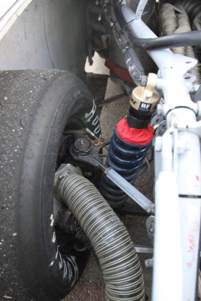 Dampers must produce smooth ride quality, minimizetire force variation over rough pavement, provide immediate and repeatable response to the driver's control inputs, and minimize movement of the sprung mass in heave, pitch and roll.