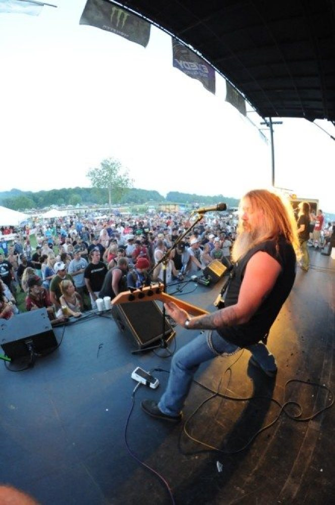 The East Coast Rockers crank up as the sun goes down.