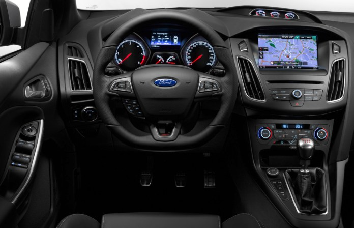 Redesigned instrument panel and new flat-bottom steering wheel in 2015 Ford Focus ST