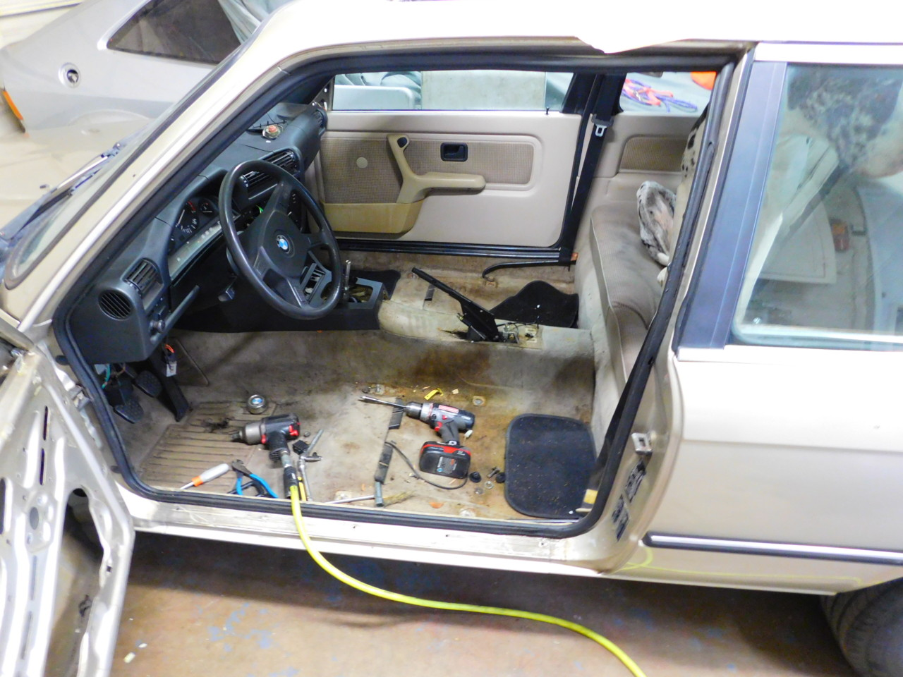 ... the process of building a Spec E30 is stripping the interior. The obvious first step is removing the front and rear seats most of the carpet door and ... & Project Spec E30 u2013 Part II: Interior Teardown | NASA Speed News ... pezcame.com