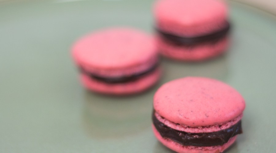Süße Erdbeer Macarons