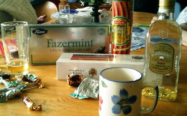 Keine Butter gekauft, dafür Würstchen, Zigaretten und Fazer Mint Bonbons aus Finnland.