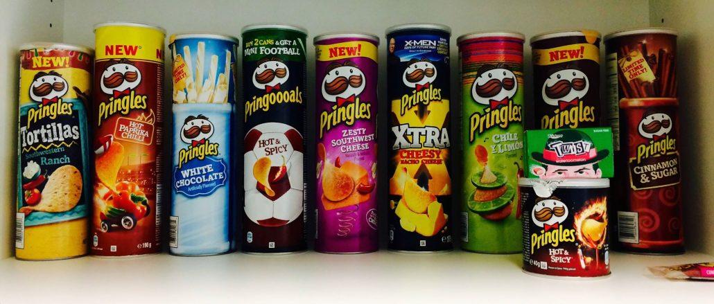 Pringles Dosenparade mit verschiedenen Sorten