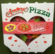 Verpackt wie eine Pizza: Die Amore-Pizza aus Weingummiwaren.