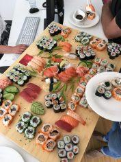 Ist doch von ein einem echten Sushi-Büfett kaum zu unterscheiden, oder?!