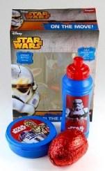 Spielzeug (im weitesten Sinne) mit etwas Schokolade im Paket.