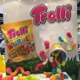 Aufwändig gestalteter Messestand von Trolli.