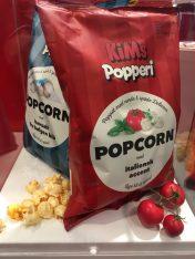KIMs Popperie Popcorn mit italienischem Akzent aus Tomate, Basilikum und Knoblauch.
