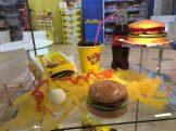 Auch der Weingummi-Burger von Look-O-Look in der klassischen Fast-Food-Kartonage ist ein echter Leckerschmecker.