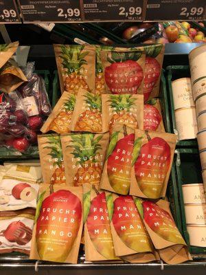 """Das Startup """"Dörrwerk"""" aus Berlin """"rettet"""" Obst und Gemüse vor dem Vergammeln, indem es sie aufkauft, putzt, zu Saft presst, dann trocknet und schließlich zu Papier oder Konfetti zerschneidet."""