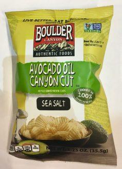 Boulder ist ein US-amerikansicher Chipshersteller mit ausgefallen Sorten wie Avocado-Öl, Coconut-Öl und Jalapeno-Cheddar-Käse. Leider gibt es die (noch) nicht in Deutschland zu kaufen, aber vielleicht hat der Herr ja einen Vertriebspartner auf der ISM gefunden und wir dürfen uns bald darüber freuen.