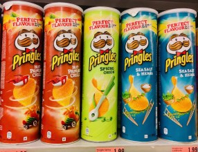 Kellogg's Pringles Spring Onion und Sea Salt & Herbs in Österreich April 2019