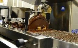 Candy Farm Schokoladenüberziehermaschine in action