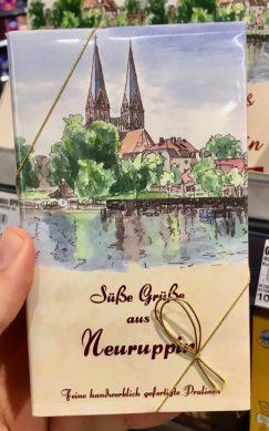 Süße Grüße aus Neuruppin Pralinenmischung der Pralinen- und Schokoladenmanufaktur Fritz Kunder Wiesbaden für EDEKA Brehme