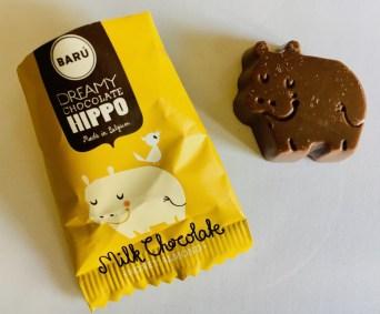 Barú-Schokolade mit dem Nilpferd aus Belgien, einzeln verpackt, in diesem Falle mit der Geschmacksrichtung Honig-Mandel.