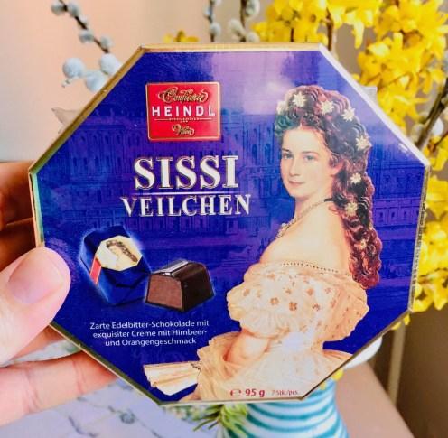 Heindl Sissi Veilchen Edelbitter-Schokolade mit Creme-Himbeere-Orange 95 Gramm