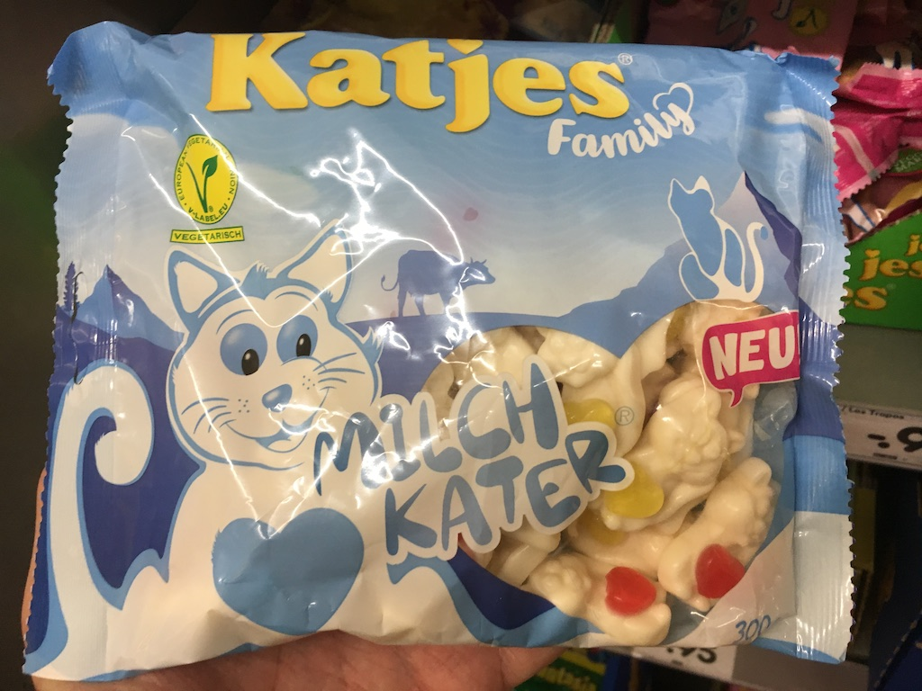 Süßigkeiten mit Katze oder Kater im Namen oder Verpackungsmotiv