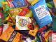 Unboxing Haufen mit Süßigkeiten