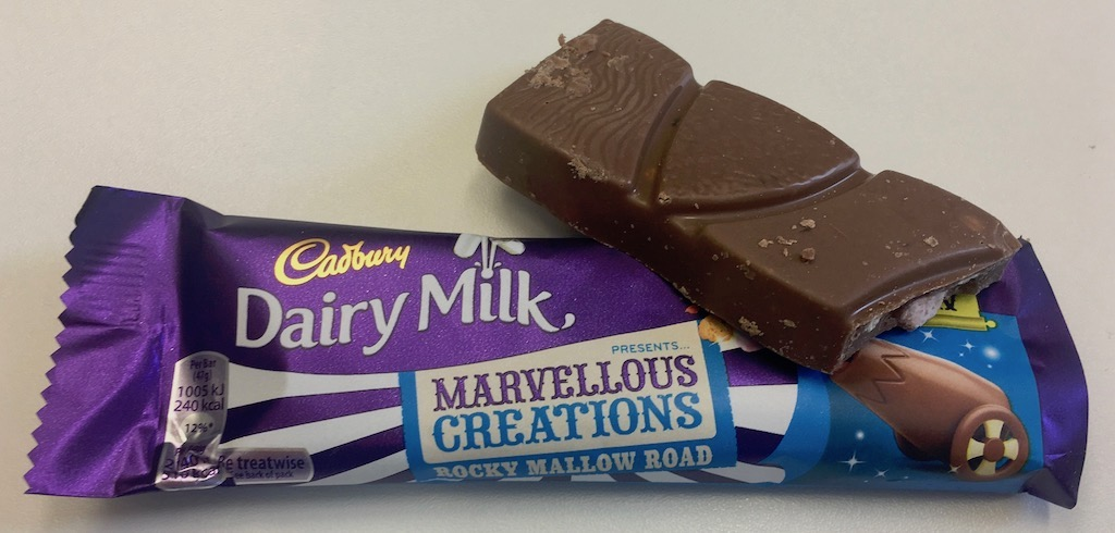 Cadbury Dairy Milk Marvellous Creations Rocky Mallow Road Schokoriegel