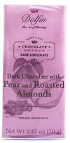 Dolfin hat eine sehr hübsch in zartem Rosa verpackte dunkle Schokolade mit Birne und gerösteten mandeln im Sortiment.