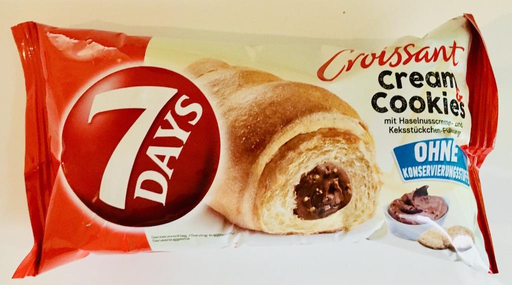 7Days Croissant cream+cookies mitHaselnussreme undKekstückchen-Füllung