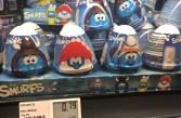 Kids World und andere: Fertigdesserts mit Spielzeug aus dem Kühlregal Dessert-Ei Kidsworld Schlümpfe