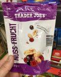 Aldi Trader Joe's Nuss-Frucht-Mischung mit schokolierten Crunchy Canberries-Mandeln und Walnüssen 100 Gramm