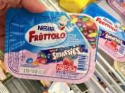 Nestlé Fruttolo Joghurt mit Smarties Erdbeere Italien