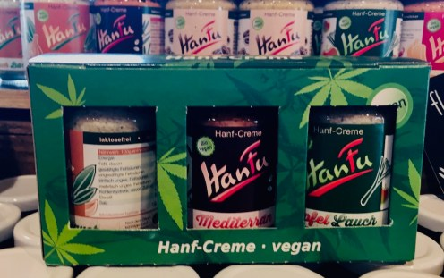 Vegane Hanf-Creme als Brotaufstrich mit Afpel-Lauch und Mediterranem Geschmack