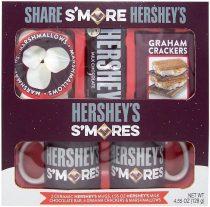 Hershey's S'mores-Set mit Marshmallows, Chocolate, Keksen und zwei Bechern.