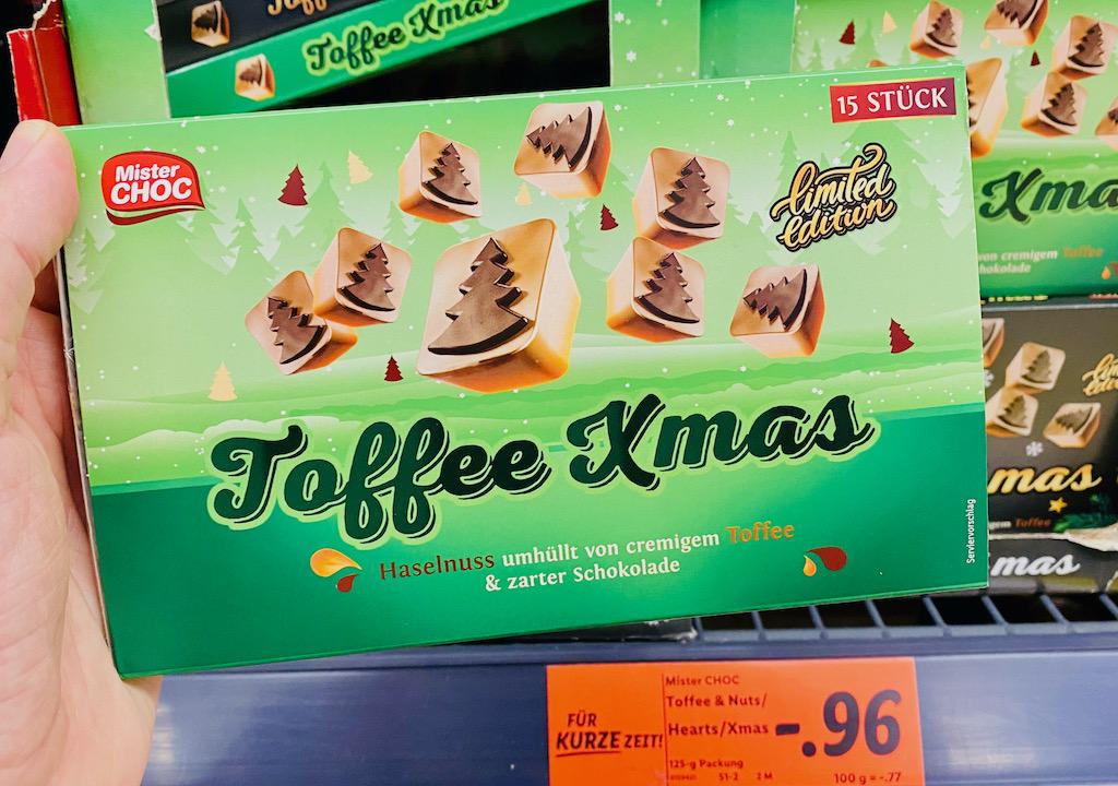 Lidl Mister Choc Toffee-Xmas Haselnuss umhüllt von cremigen Toffee und zarter Schokolade mit Tannenmotiv