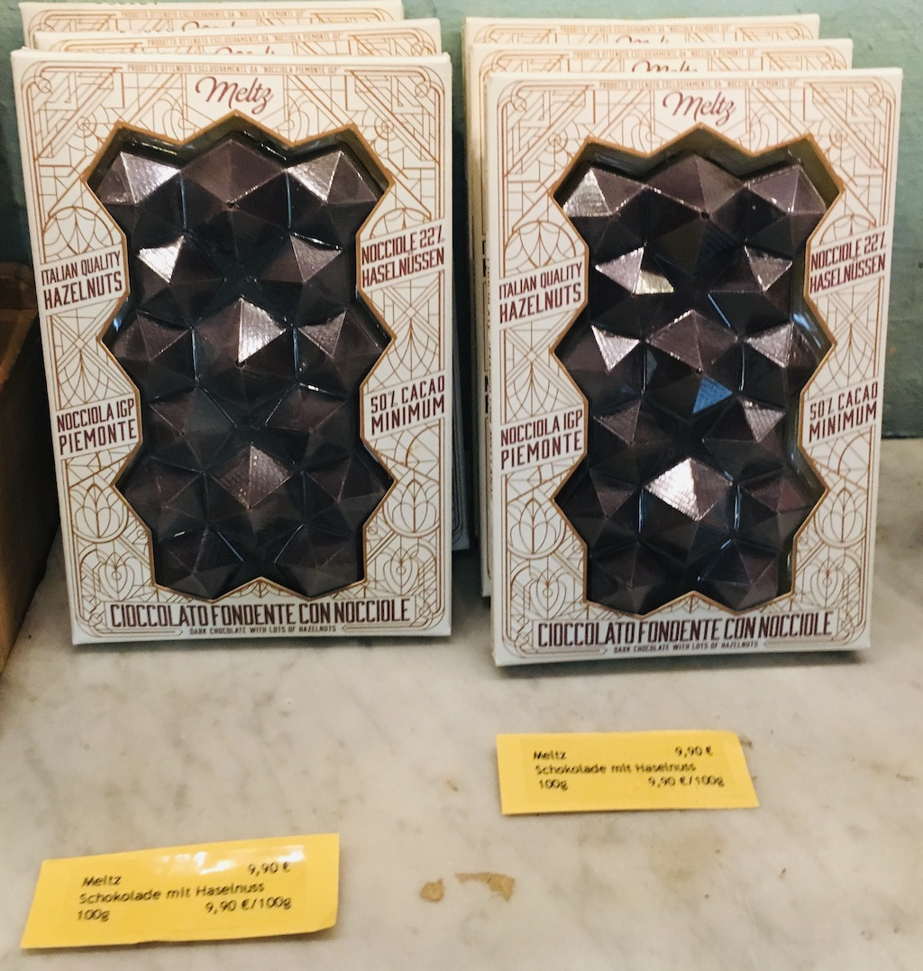 Meltz Cioccolato Fondente Con Nocciole Schokolade mit italienischen Haselnüssen extravagante Form 10Euro