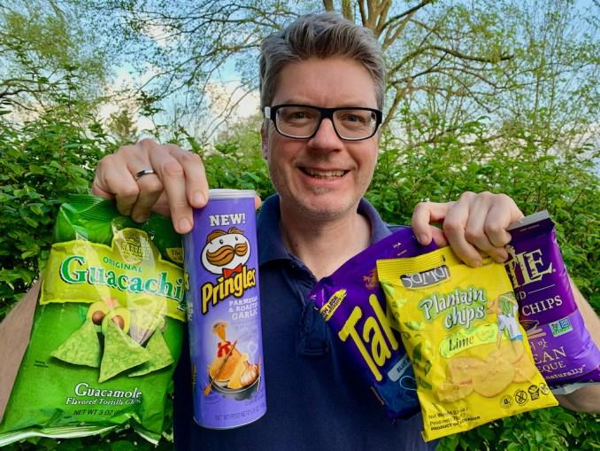 Oliver zeigt die neuesten Chips-Geschenke aus den USA