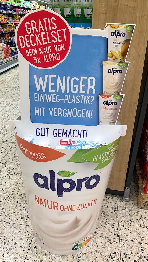 Alpro Aufsteller Gratis Deckelset beim Kauf von 3 x Alpro