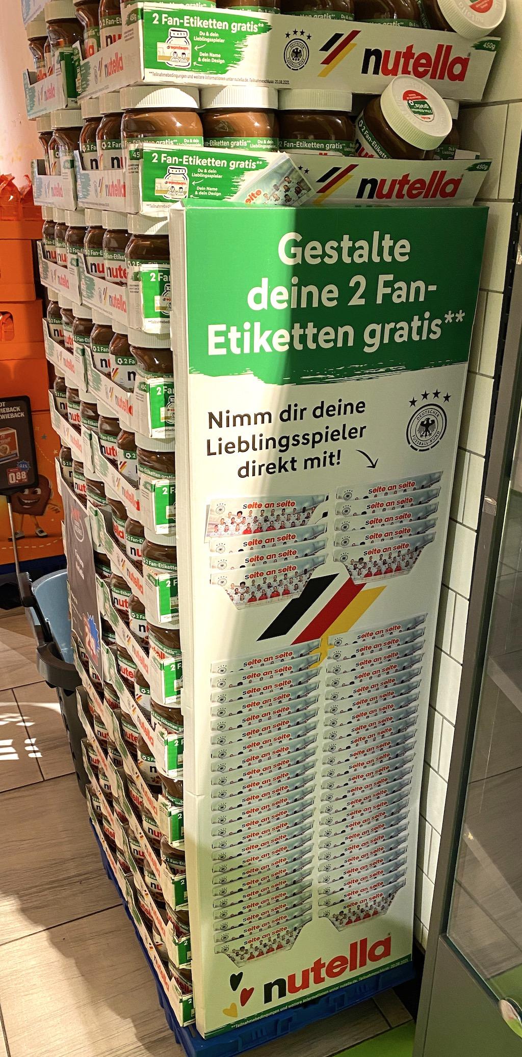 Ferrero Nutella Display mit Fußballspielernamensaufklebern