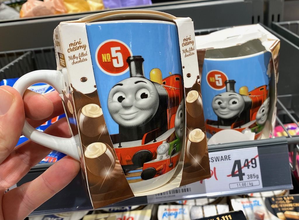 Mini Creamy Milky filled Chocolates No 5 Eisenbahn Kaffeebecher