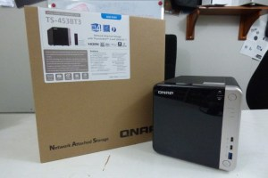 QNAP TS-453BT3 retail box