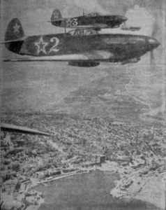 Советские истребители в небе над Севастополем