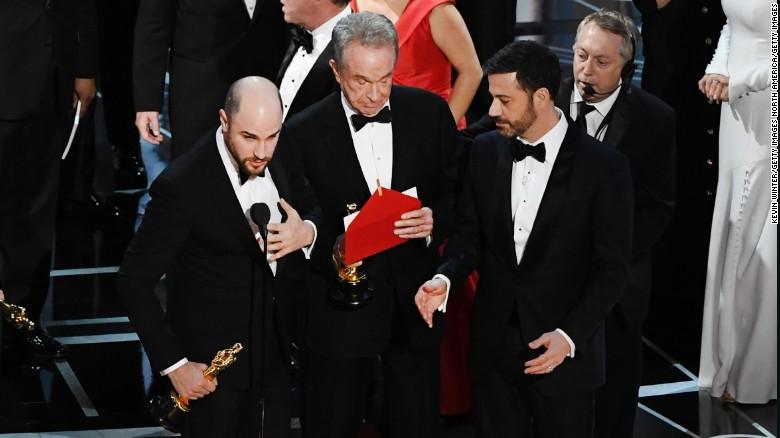 Moonlight wins best picture Oscar