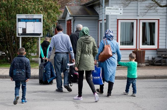 Refugees from Syria arrive at the Friedland shelter near Goettingen, central Germany, on April 4, 2016, after arriving from Turkey at the airport in Hanover. (AFP/Swen Pfoertner)
