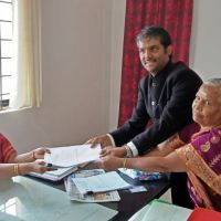 Swaraj India candidate files nomination with peoples money from innovative `ondhu votu, ondhe notu' campaign  Press Release