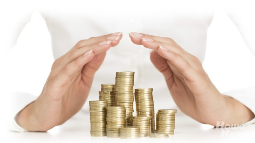 деньги монеты руки